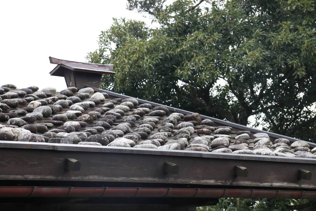 石を積んだ屋根の作りも特徴的