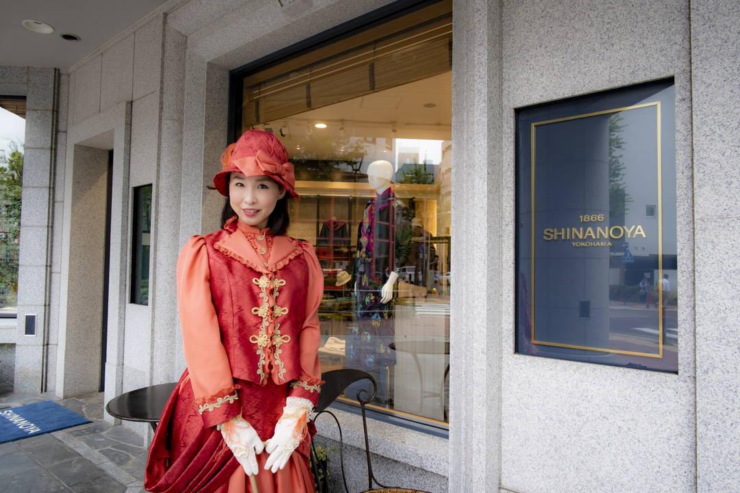 日本で最も古い洋装店「信濃屋」レンタルできる鹿鳴館ドレスも話題