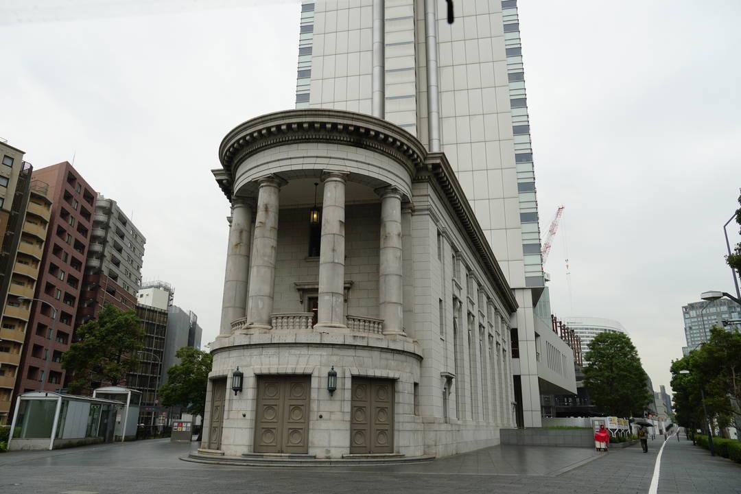 半円形のバルコニーが特徴のローマ式建築が楽しめる「YCCヨコハマ創造都市センター」