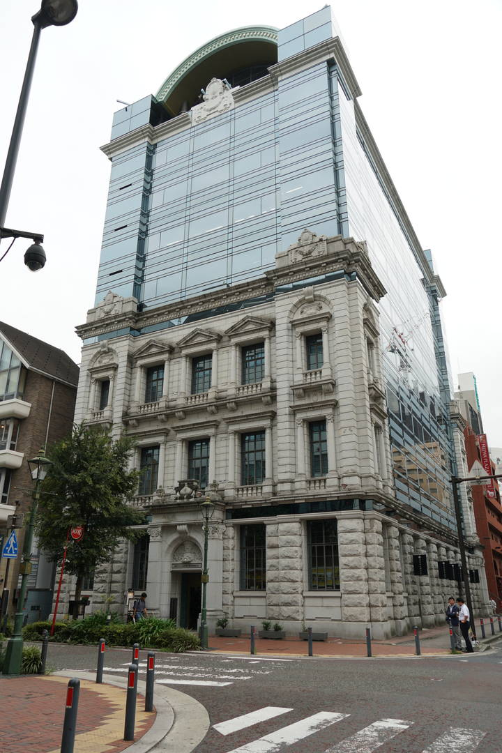 Nipponkoa Bashamichi Building has a rare architecture with a hybrid of the buildings at the time of the opening of Yokohama Port and modern buildings.