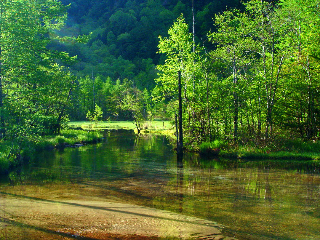 How do you access to Kamikochi? When is the best season to visit Kamikochi for sightseeing?