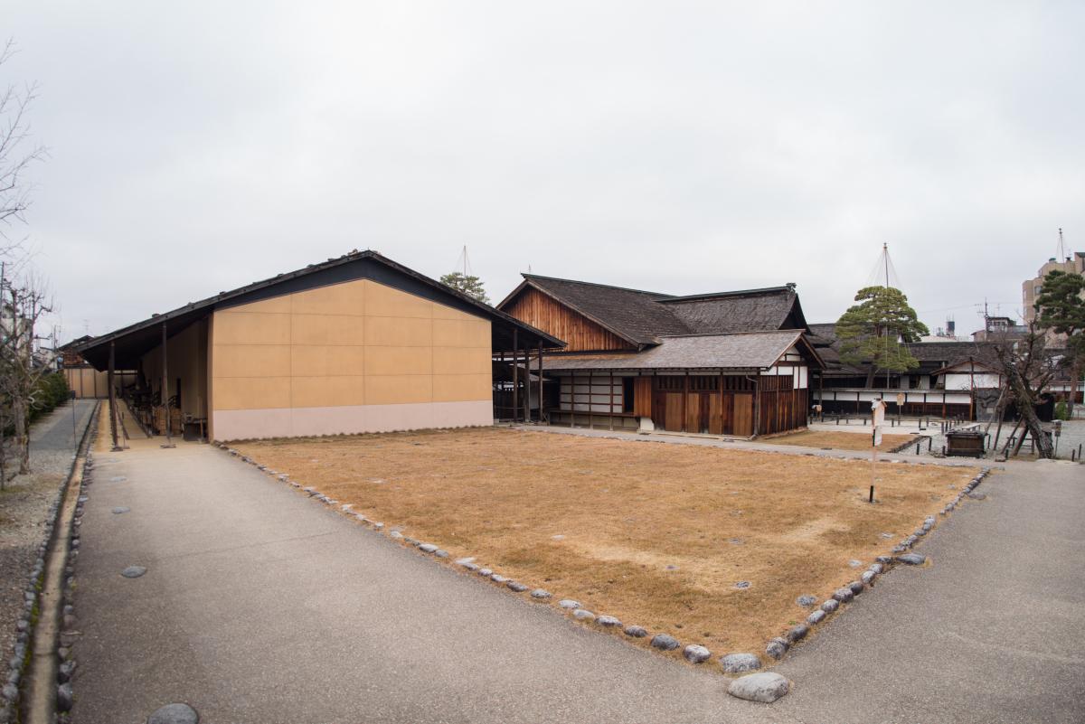 다카야마성에서 진야로 계승된 거대 창고