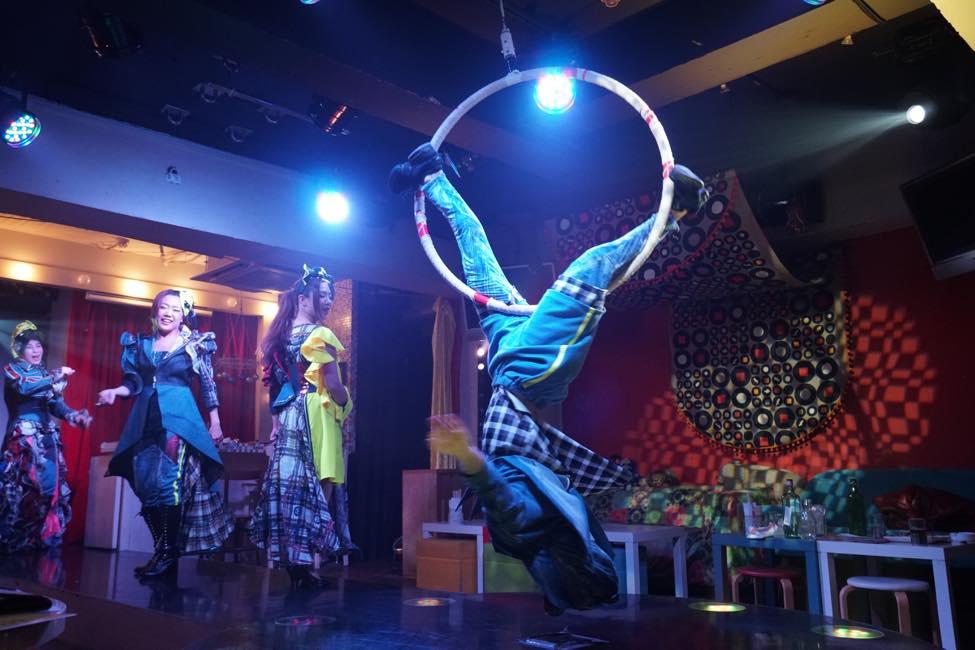압권의 엔터테인먼트 쇼를 부담 없이 즐길 수 있다! '서커스 카페'
