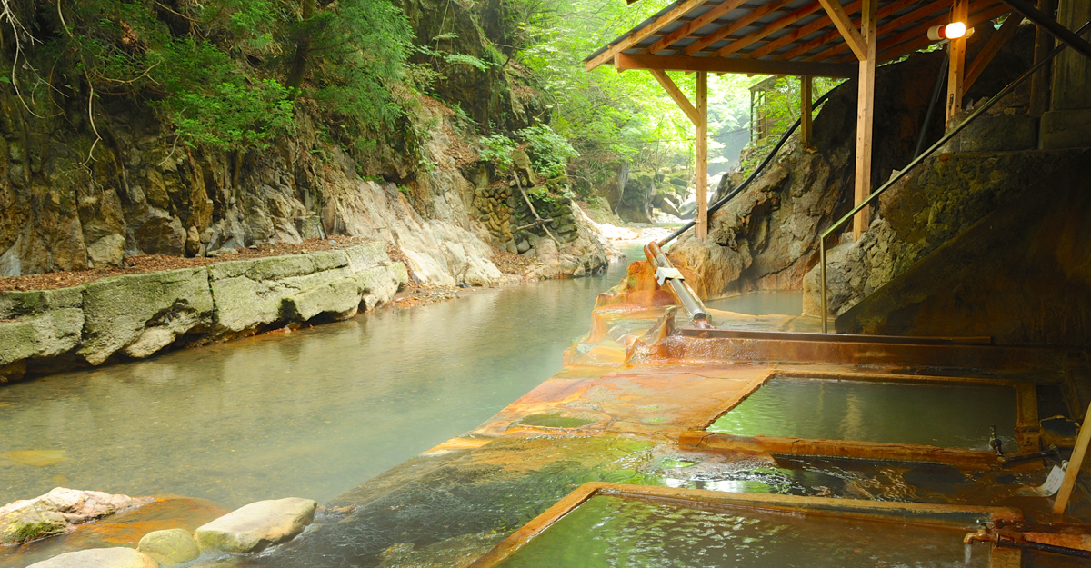 A famous leading Kanto onsen surrounded by nature.