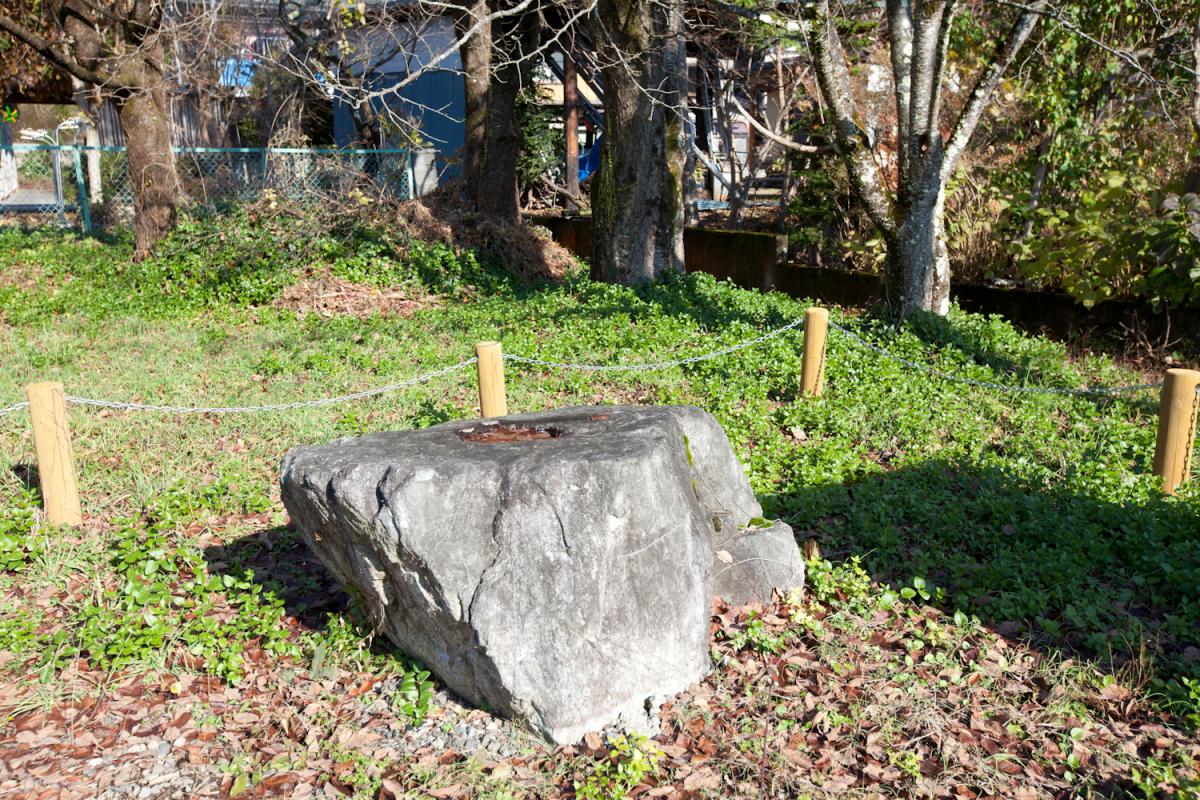 Toshinso (central base stone of the pagoda) of the abolished Ishibashi Temple